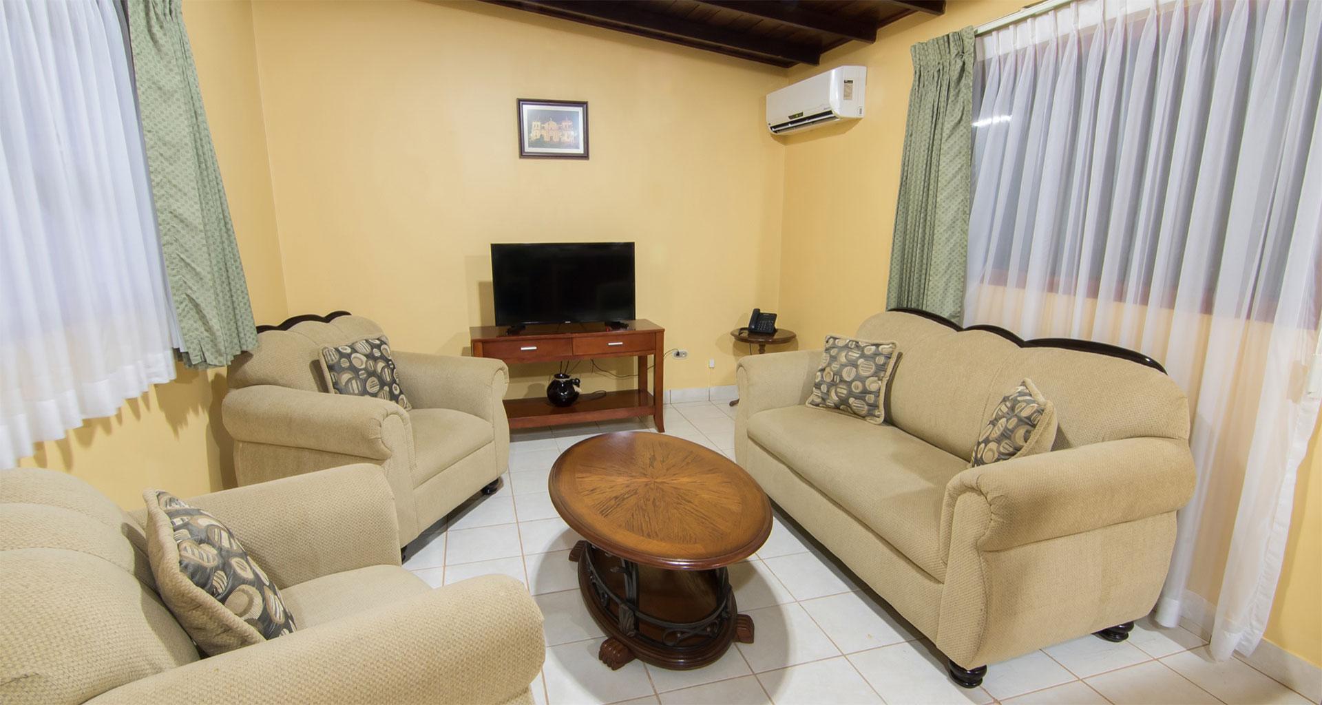 Habitación Suite. Hotel best Western Las Mercedes, Managua